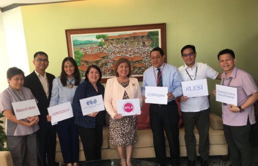 Celebrating #InternationalWomensDay2019 by taking the #BalanceForBetter challenge with @IPOPHL Director General Josephine Santiago